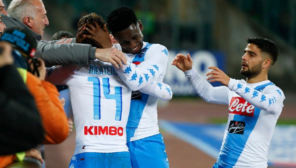 Los jugadores del Nápoles celebran uno de los goles ante el Génova