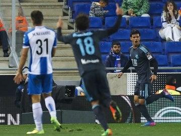 Carlos Vela celebra el primer gol de la Real Sociedad ante el Espanyol