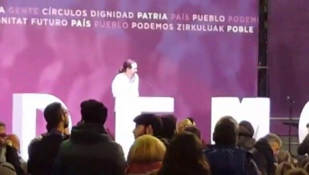 Frame 29.994666 de: Los simpatizantes cortan a Iglesias al grito de 'presidente' durante su discurso en Vistalegre II