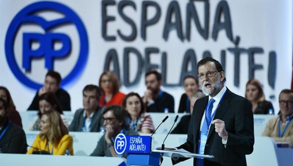 Rajoy avisa de que no comerciará sobre un proceso que busca fracturar España