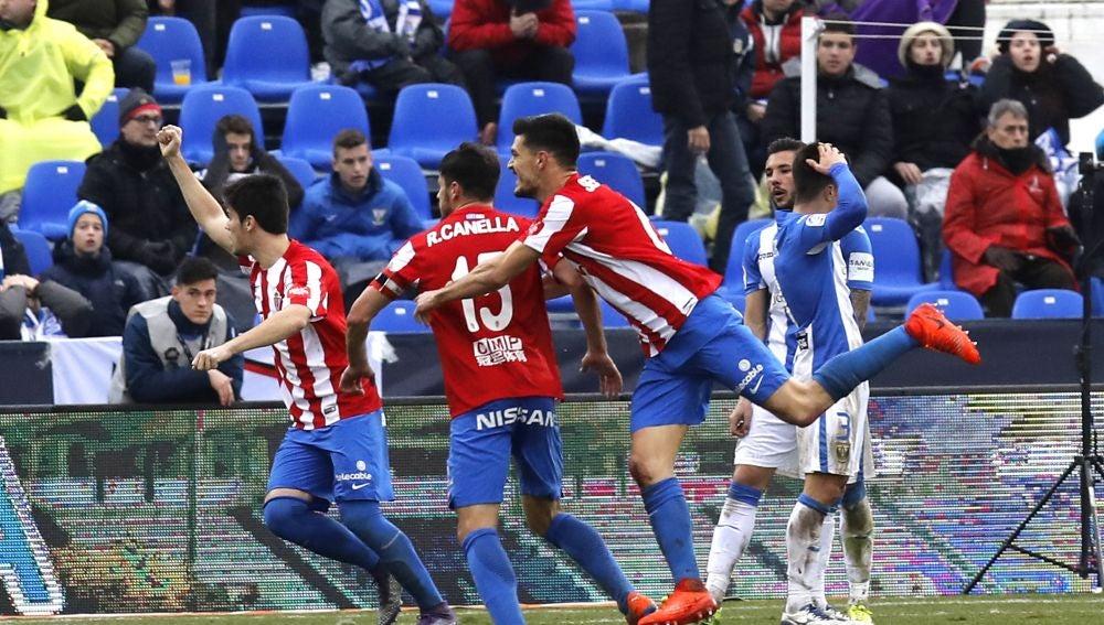 Roberto Canella celebra el primer gol del Sporting contra el Leganés