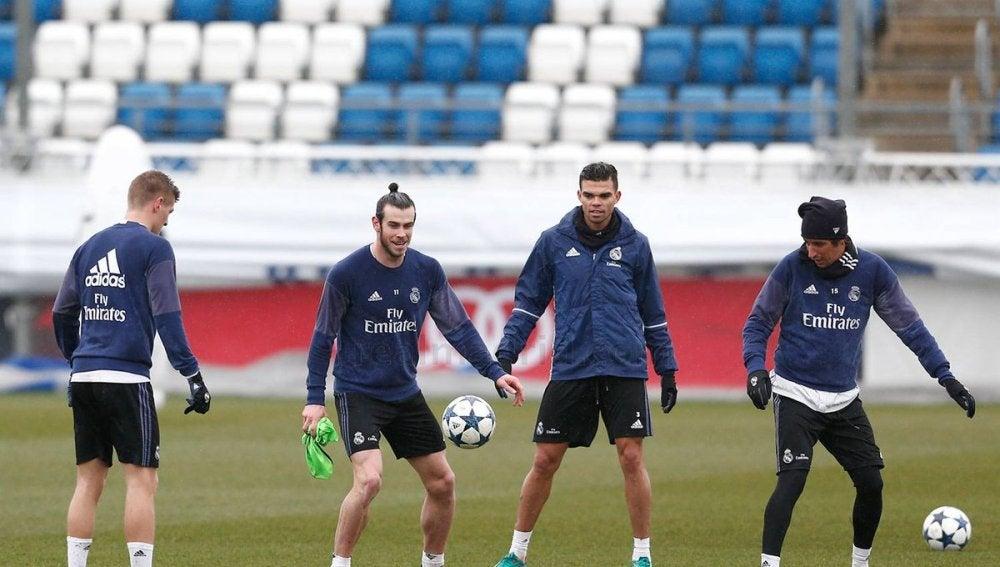 Bale, junto a Pepe en un entrenamiento