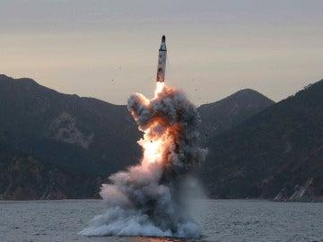 Lanzamiento submarino de un misil balístico