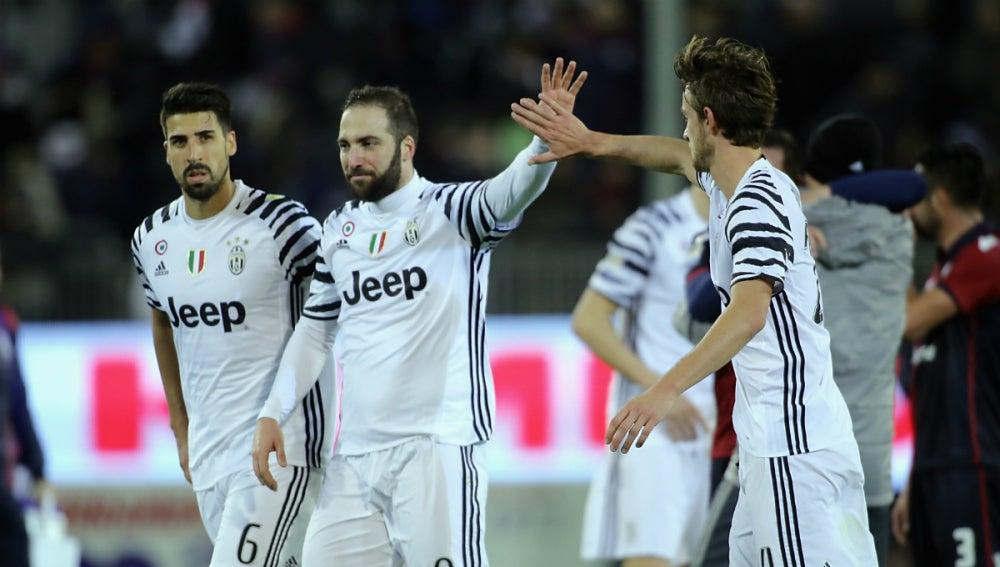 La Juventus celebra un gol de Higuaín
