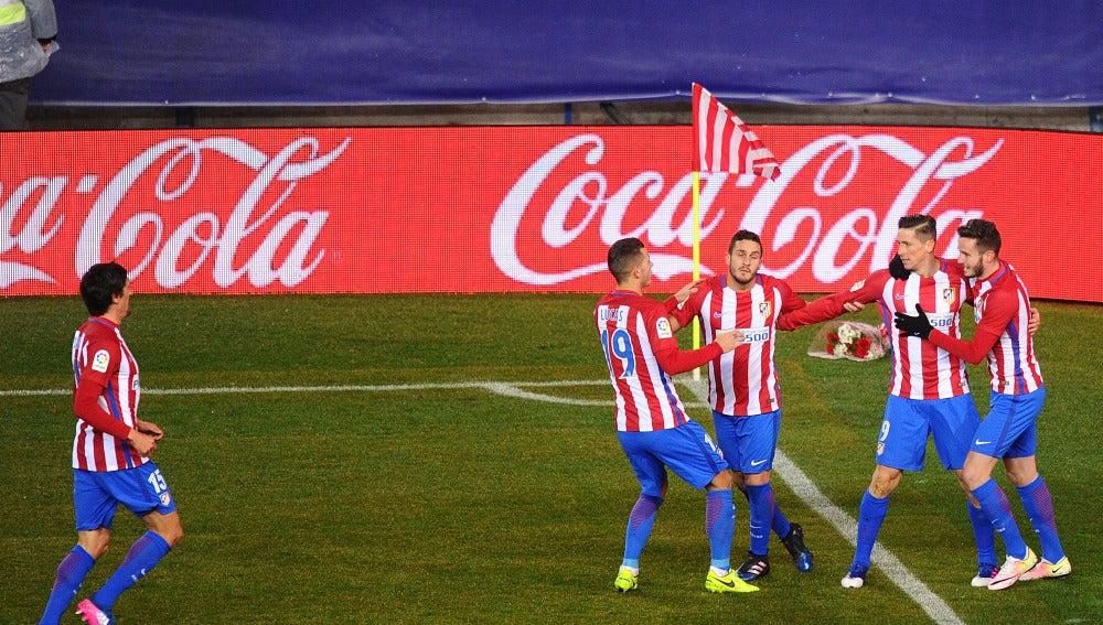 Los jugadores del Atlético de Madrid celebran el gol de Torres contra el Celta de Vigo