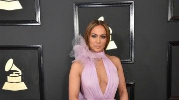 Jennifer Lopez, con vestido de gasa en rosa