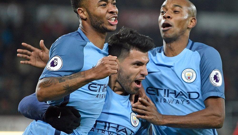 Los jugadores del City celebrando uno de los goles
