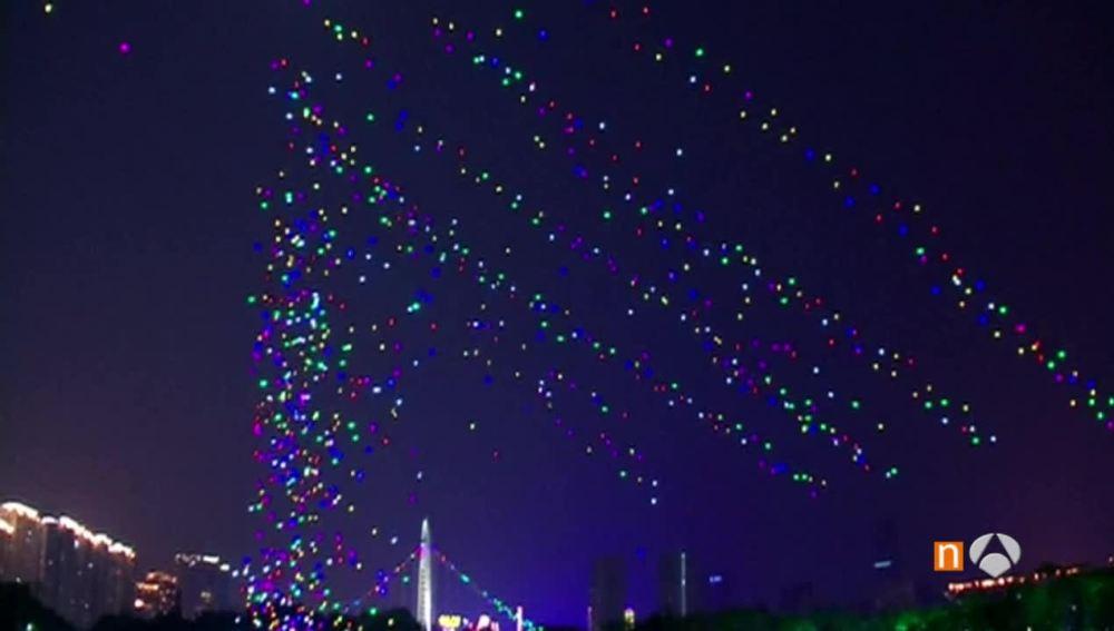 Mil drones volando en el cielo en China