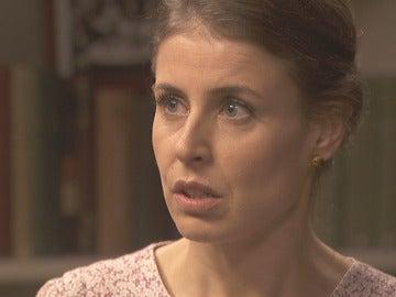 Adela pone en duda la inocencia de Carmelo