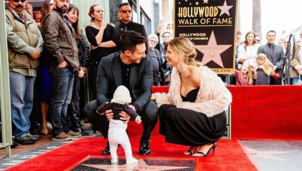 Adam Levine con su mujer, Behati Prinsloo y su hija