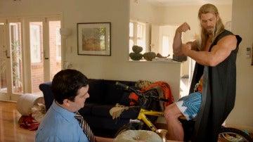 Thor discute con su compañero de piso en este nuevo corto