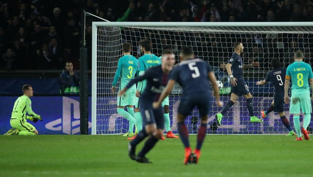 Los jugadores del PSG celebran un gol ante el Barcelona
