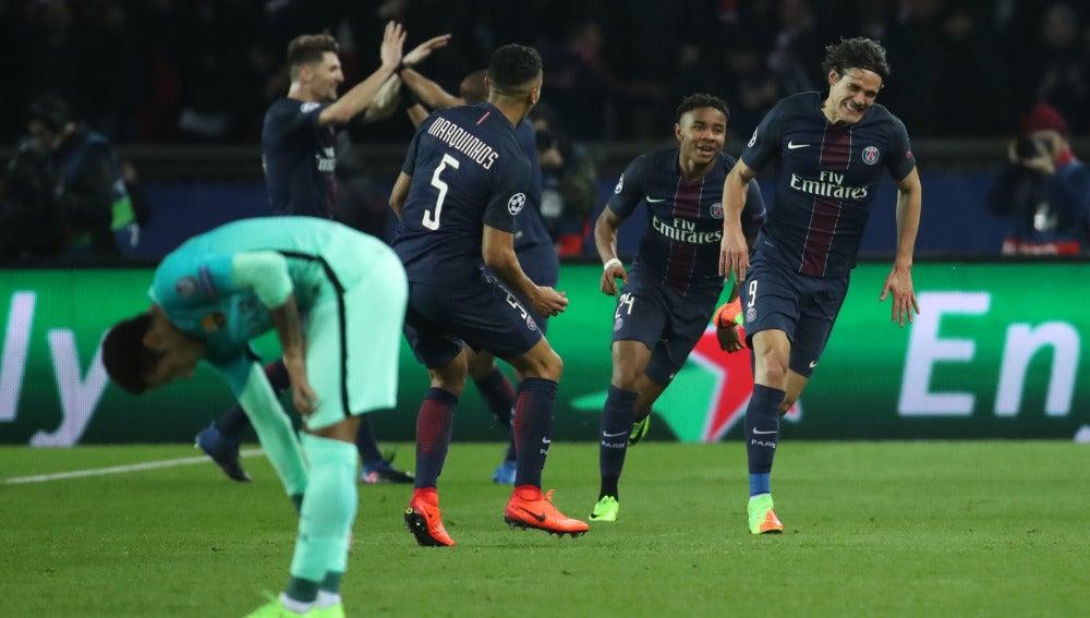 Los jugadores del PSG celebrando un gol con Neymar cabizbajo