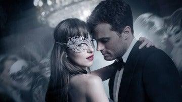 Dakota Johnson y Jamie Dornan en 'Cincuenta sombras más oscuras'