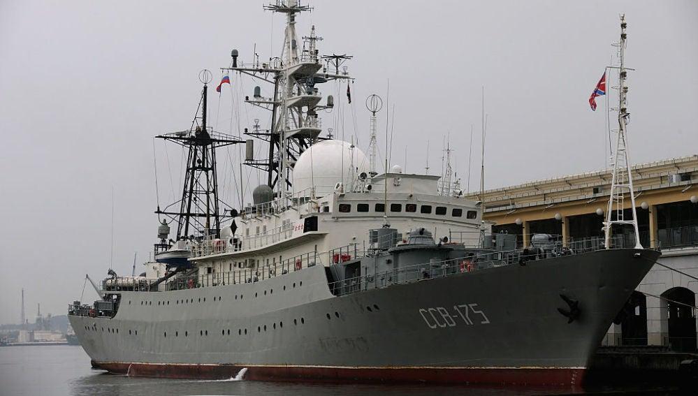 El barco ruso Viktor Leonov CCB-175 en el puerto de La Habana