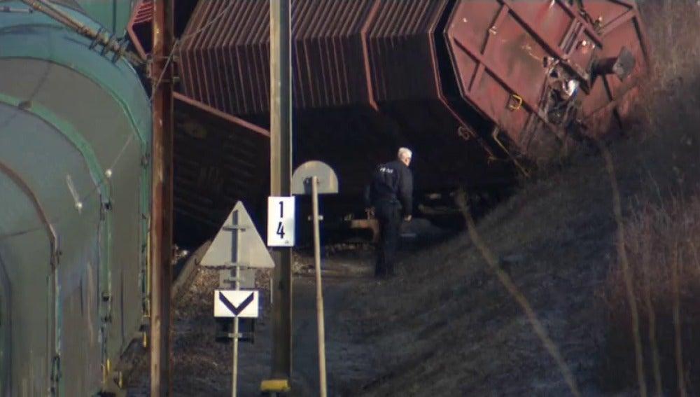 Frame 6.280283 de: Colisión de un tren de pasajeros contra uno de mercancías al saltarse un stop