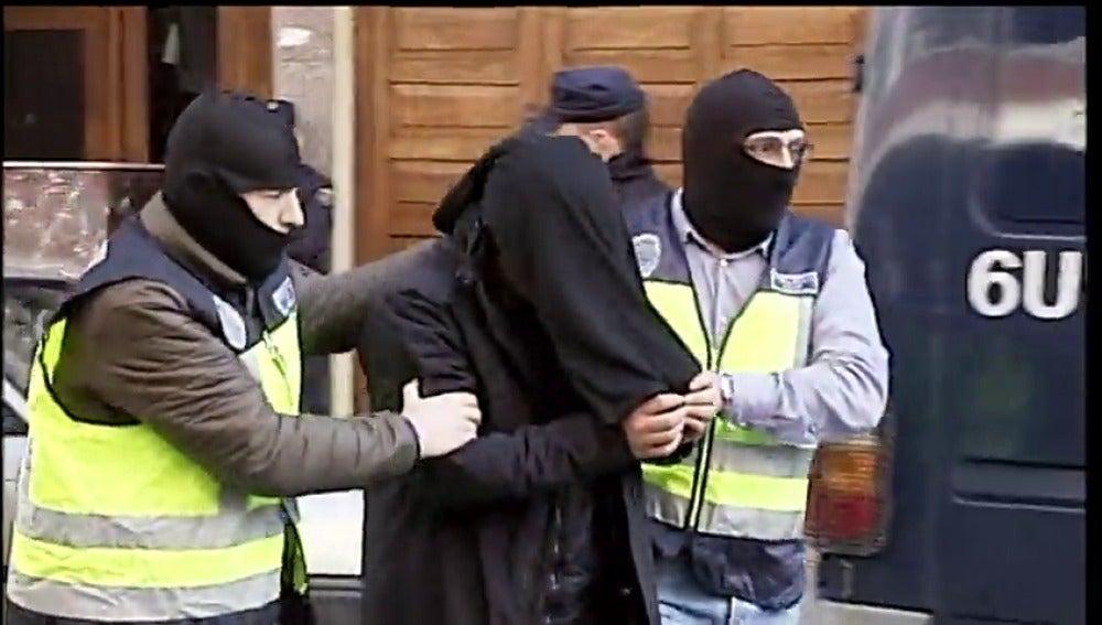 Detenido en Vitoria un marroquí retornado que captaba yihadistas y en Alicante una mujer que intentó viajar a Siria