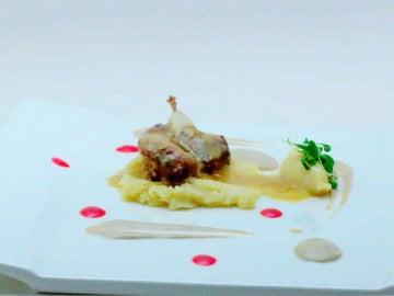 Codorniz en escabeche de curry, puré de patata cítrico y paté de sus interiores