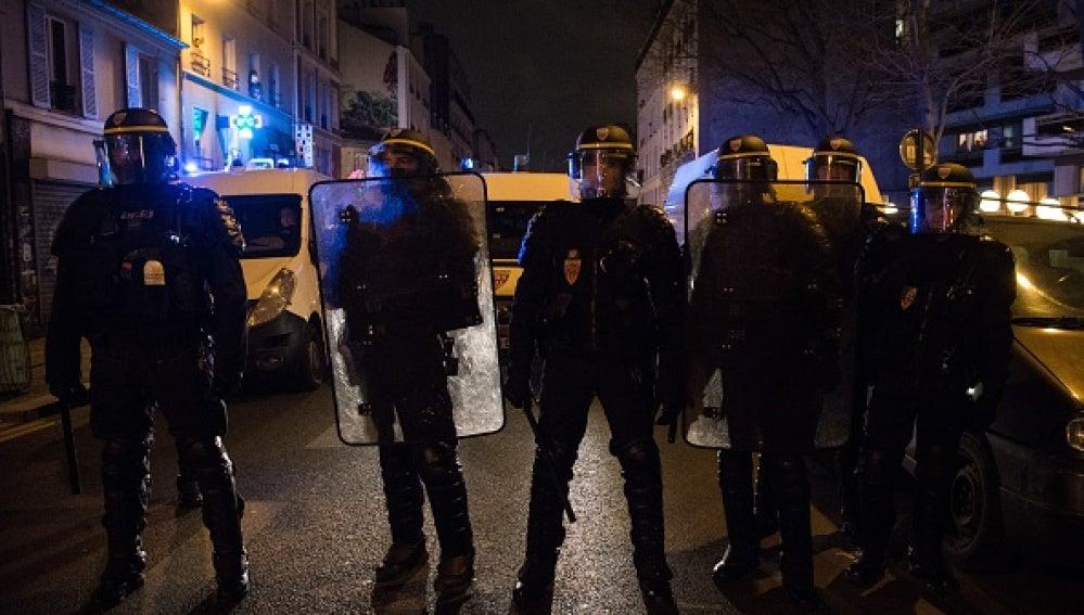 Policías de Aulnay-sous-Bois durante una protesta por una agresión