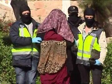 Frame 24.723783 de: Detenido en Vitoria un marroquí retornado que captaba yihadistas y en Alicante una mujer que intentó viajar a Siria