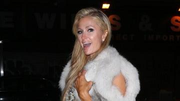 Paris Hilton se pasa con sus estilismos