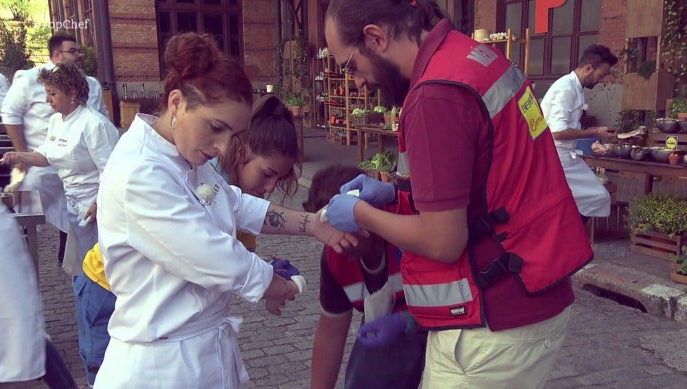 Primer accidente en las cocinas de 'Top Chef': Melissa se corta las dos manos