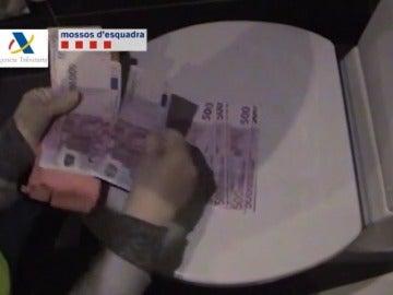 Frame 31.08417 de: Doce detenidos por cultivar y vender cannabis a clubes de Barcelona