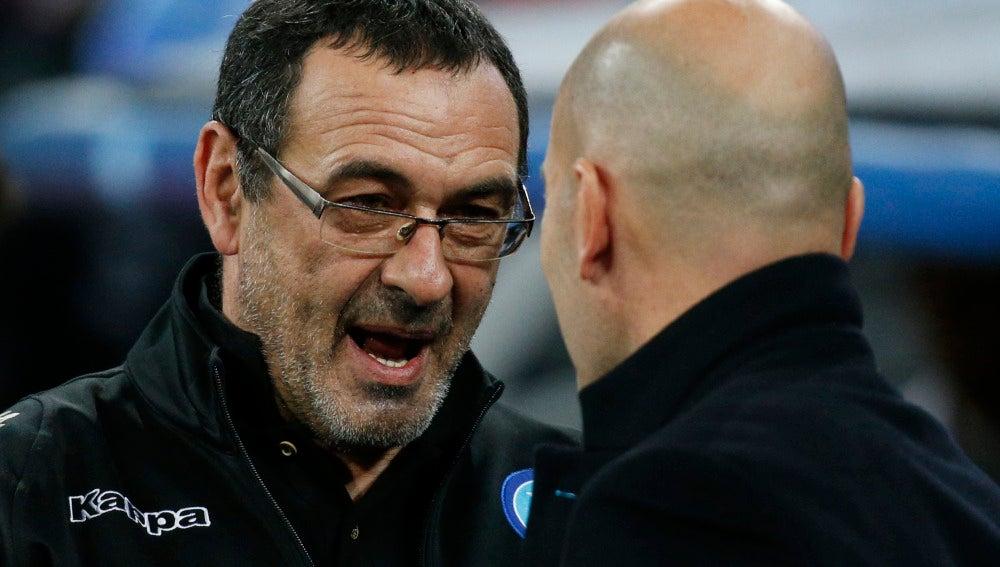 Sarri saluda a Zidane antes de dar comienzo el partido