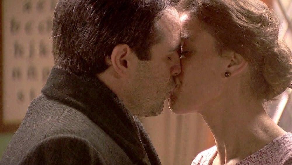 Adela y Carmelo dan rienda suelta a su sincero amor