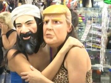 Frame 3.844733 de: La careta de Donald Trump se hace hueco entre los disfraces tradicionales