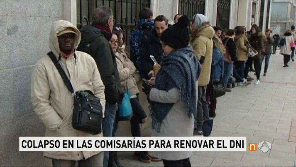Antena 3 tv colapso en las comisar as y retrasos de for Oficinas renovacion dni
