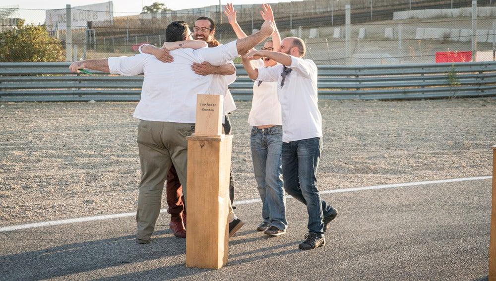 El equipo gris gana la primera prueba de grupo tras cocinar para 100 moteros hambrientos