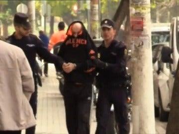 Frame 37.391071 de: Aumenta a 15 el número de mujeres fallecidas por violencia de género tras los casos de Valencia, Badajoz y Barcelona