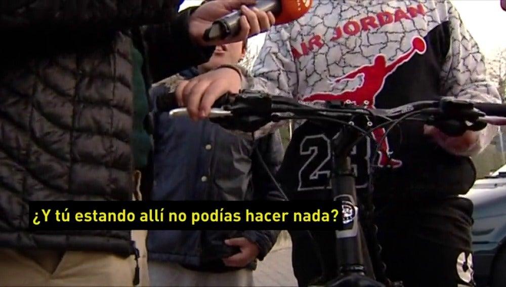 Frame 35.901696 de: Investigan una brutal agresión de un grupo de adolescentes a una niña en Colmenar Viejo