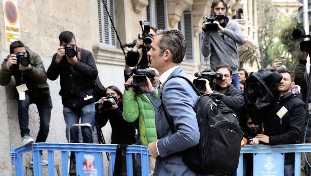 Iñaki Urdangarin entrando en los juzgados