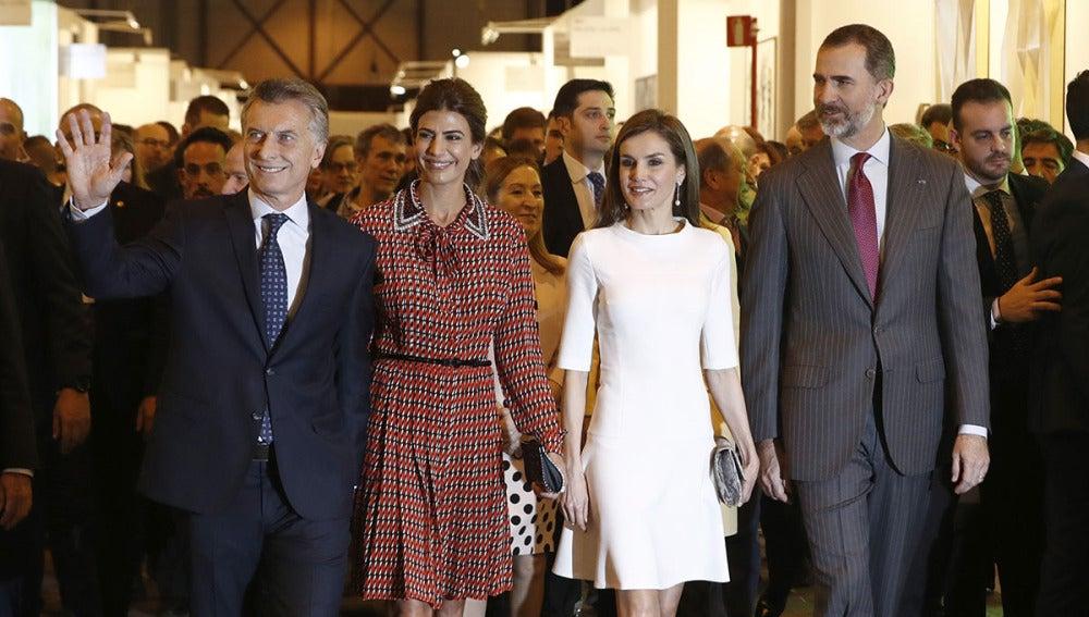 Los Reyes de España acompañados de los jefes de Estado de Argentina
