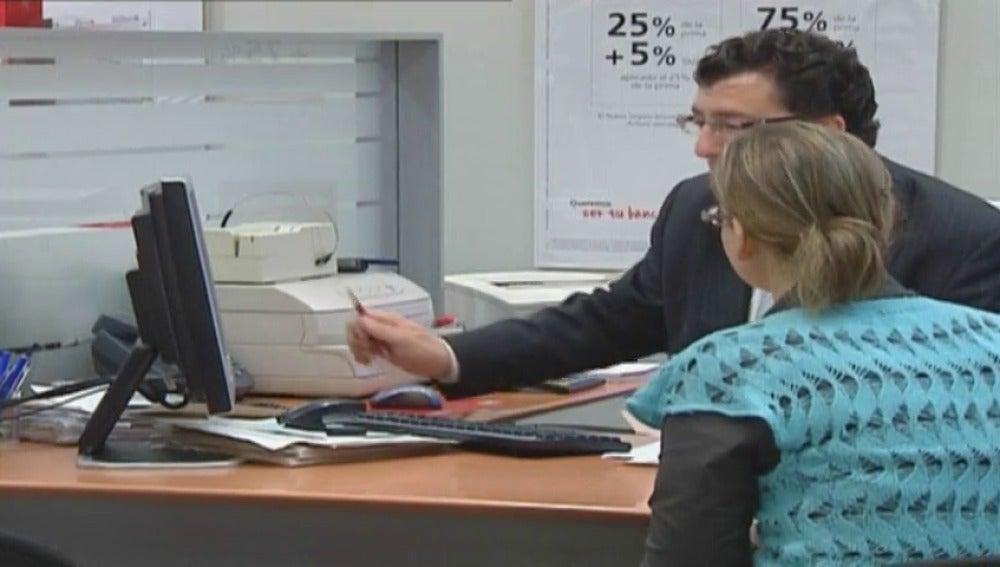 Frame 26.832523 de: Descubren que los bancos no advierten adecuadamente a sus clientes