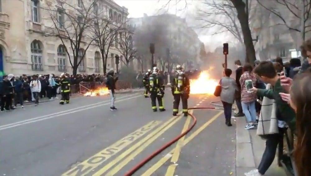 Frame 13.198504 de: Disturbios en una manifestación en París contra la violencia policial