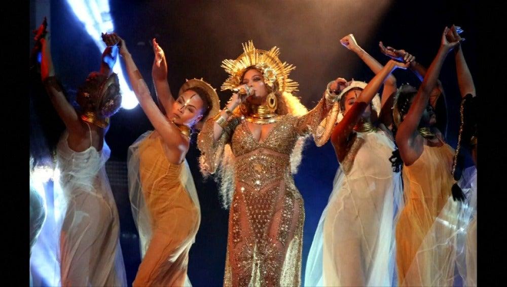 Frame 3.242666 de: Beyoncé se retira de un festival previsto en abril en California por indicación médica