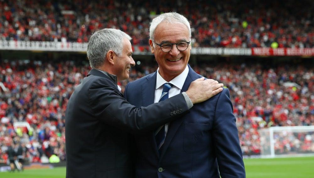 Mourinho saluda a Ranieri