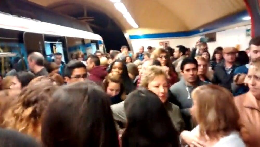 """Frame 15.31695 de: Los maquinistas dicen que la huelga en el Metro la han secundando el 99,1%, pero critican """"servicios mínimos abusivos"""""""