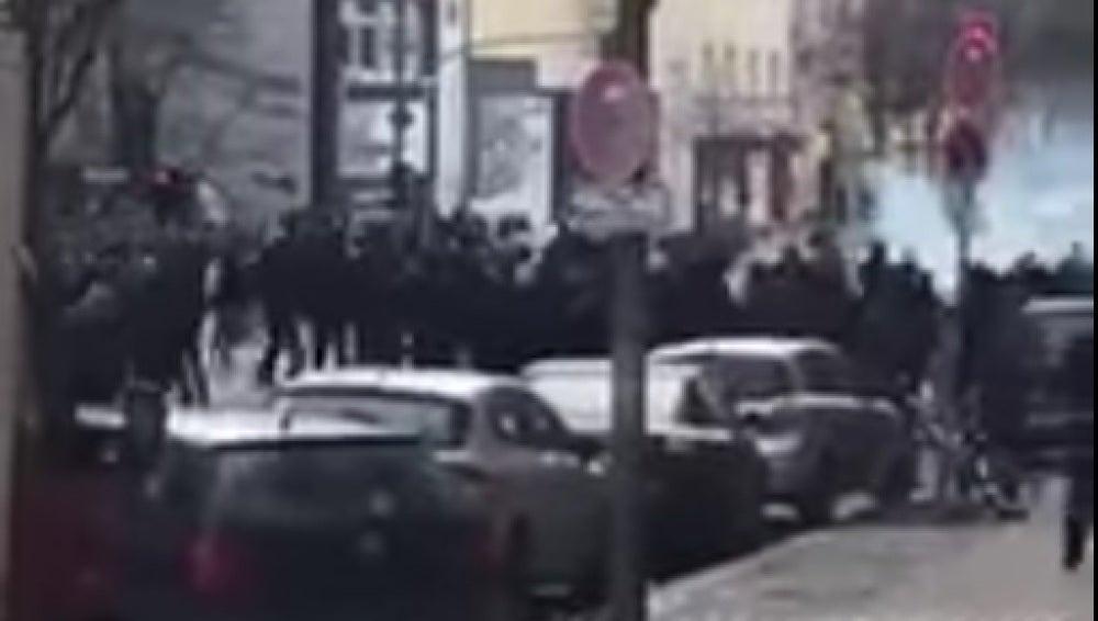 Pelea entre aficionados en Berlín
