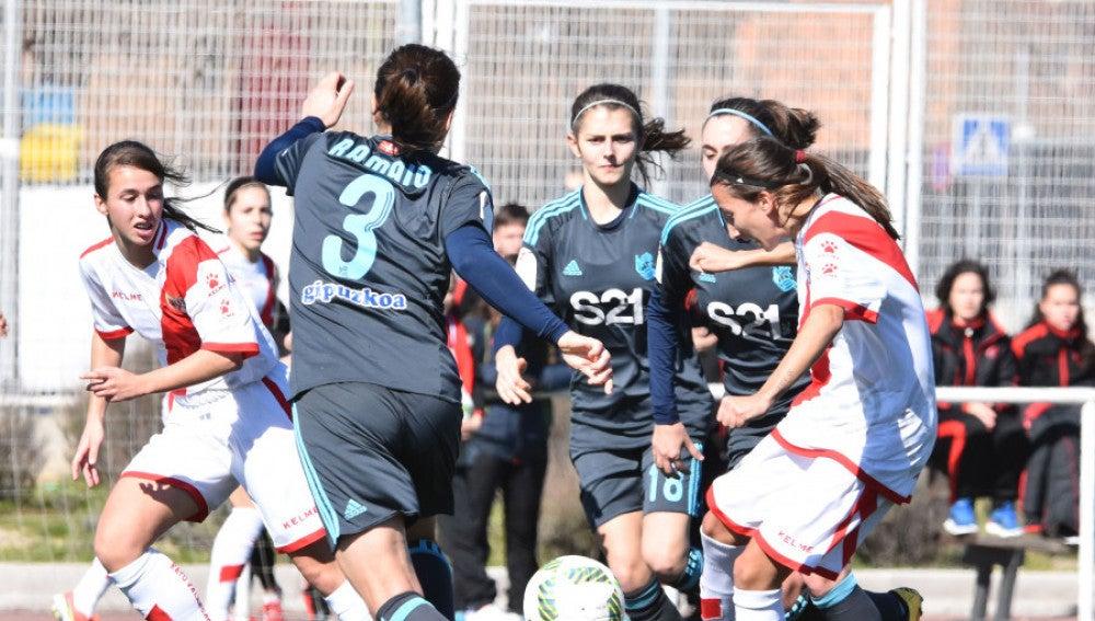 Momento del encuentro entre el Rayo Vallecano y la Real Sociedad