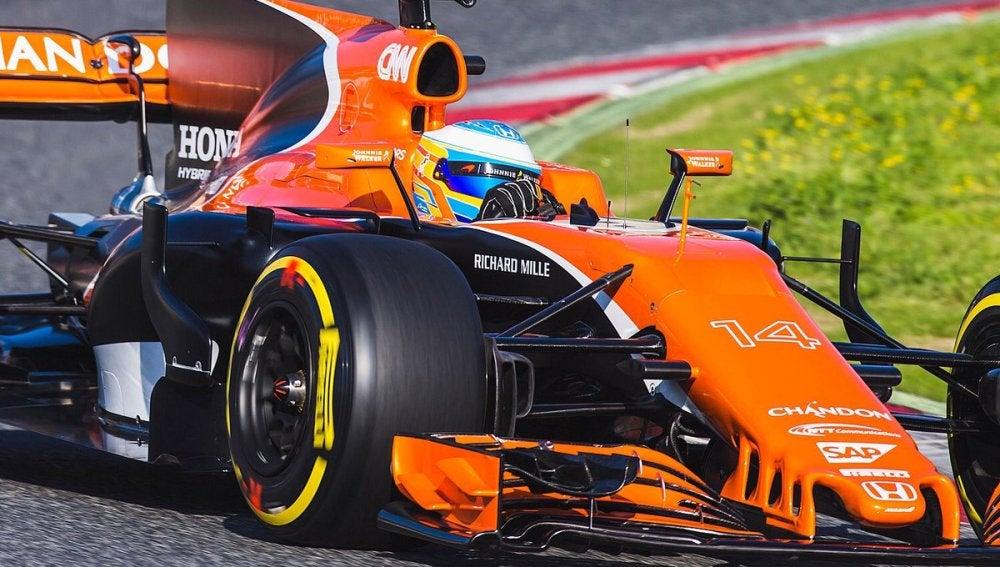 Fernando Alonso, rodando con el McLaren-Honda MCL32 en Montmeló