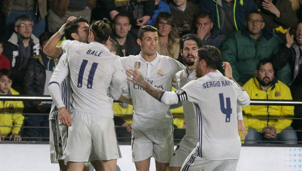 Los jugadores del Real Madrid celebran el gol de Morata contra el Villarreal