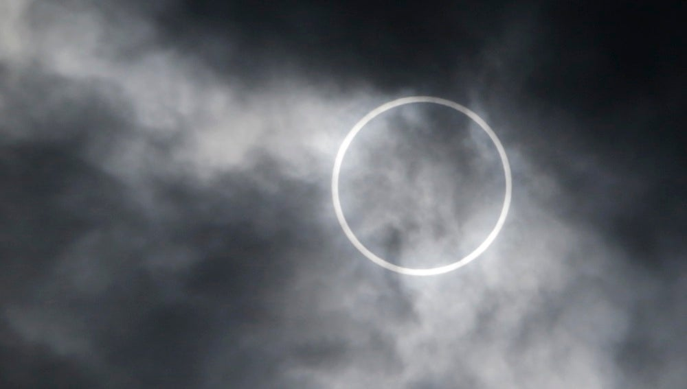 Eclipse solar anular en una imagen de archivo