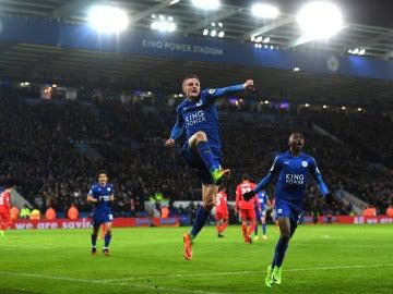Vardy celebra un gol ante el Liverpool