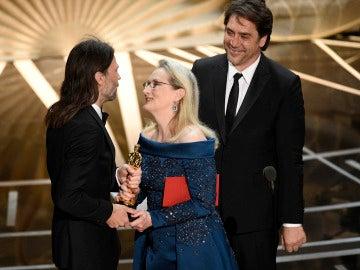 Meryl Streep robándole un Oscar a un señor con melena (o quizás no)