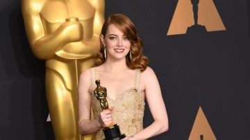 Emma Stone, preciosa con su estatuilla