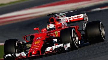 Sebastian Vettel, en una de sus vueltas en Montmeló